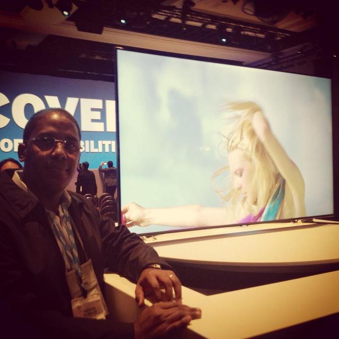 Televisor inteligente Samsung con procesador que funciona con la voz