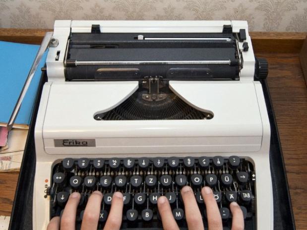 máquina de escribir por ciberespionaje