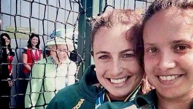 selfie-reina-isabel-ii